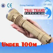 den-pin-lan-bien-sau-100-met-trustfire-df002